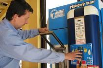 Správný chod vyzkoušel dodavatel automatů z firmy Toko Petr Guzmický.