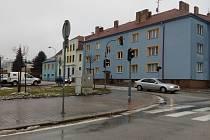 Křižovatka u policejního oddělení v J. Hradci. Ilustrační foto.