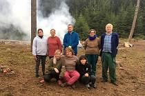 Dobrovolníci v Jilemi pomáhali uklízet les.