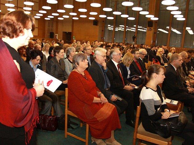 Jindřichohradecká Fakulta managementu oslavila 20 let od vzniku shromážděním v aule a následným kulturním programem.