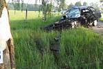 Tragická dopravbní nehoda u Pluhova Žďáru. Po nárazu do stromu zemřel devatenáctiletý řidič.
