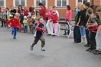 100. narozeniny sira Wintona oslavily děti v kunžacké základní škole také během na 100 metrů.