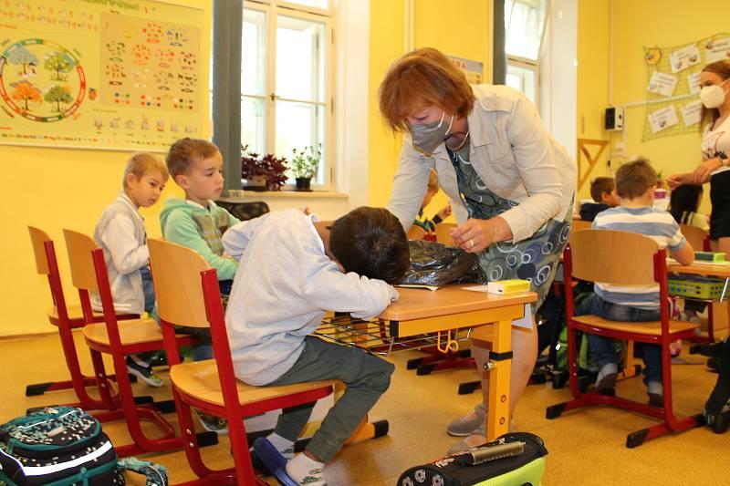 O dvě procenta vzrostly poplatky v mateřských školách, ještě o dvě desetiny procenta podražilo školné na soukromých gymnáziích a středních školách.