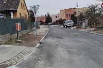 Rekonstrukce ulice Ke Mlýnu v Jindřichově Hradci - v Radouňce byla do jara přerušená.