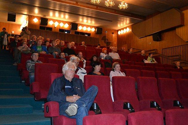 Hradečáci se sešli v kině Střelnice, kde se dozvěděli, jak ovlivnit plánovanou změnu územního plánu.