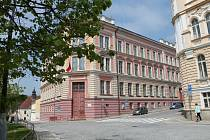 Budova 2. základní školy v Jindřichově Hradci v Janderově ulici.