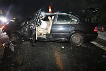 Při nehodě, která se stala v neděli před sedmou večer, se zranili tři lidé. Dva z toho těžce.