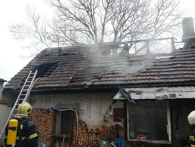 Požár stavení v Pleších způsobil škodu za 400 tisíc korun.