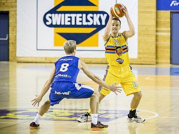 K účasti béčka hradeckých basketbalisté v play off II. ligy nedokázal pomoci ani pendl z prvního týmu Theodor Dlugoš.
