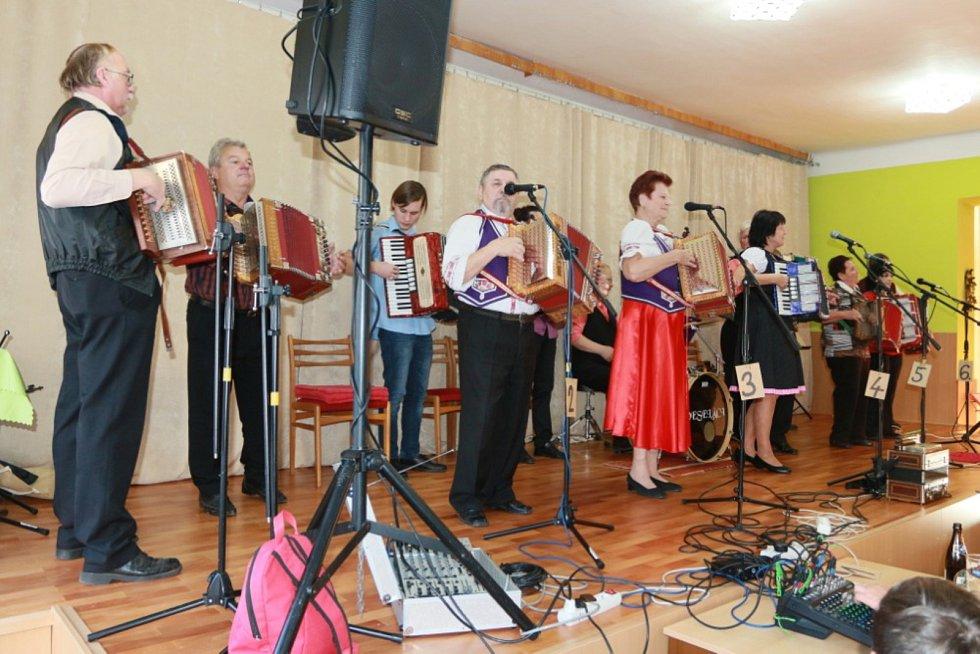 V sobotu uspořádala Obec Lodhéřov ve spolupráci s panem Františkem Hadačem setkání heligonkářů.