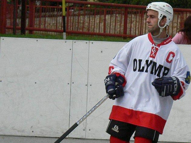 Kapitán hokejbalistů Olympu J. Hradec Lukáš Soukup povede na jaře svůj tým  minimálně za postupem do semifinále druhé nejvyšší hokejbalové soutěže.