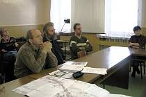 Obyvatelé Valtínova se sešli na jednání o kanalizaci se zástupci obce, stavebního úřadu a projektové firmy.