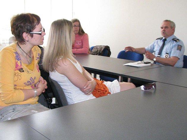 Vysokoškoláci besedovali s Miroslavem Dufkem.