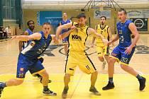 Hradečtí basketbalisté zdolali Písek i podruhé a zahrají si baráž. Ilustrační foto.
