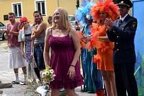 Hasičská pohádka v podání místních nadšenců při setkání rodáků v Pleších.