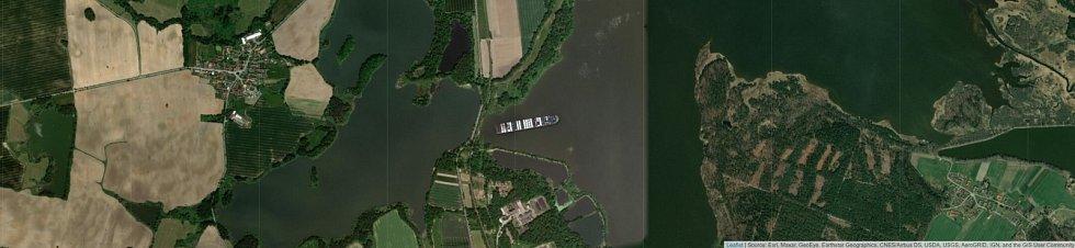 Jaké místo by obří kontejnerová loď Ever Given zabrala na rybníku Rožmberk?