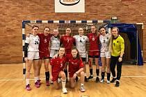 Kempu házenkářských nadějí se v Nymburku zúčastnilo i deset starších žákyň z jihočeských klubů.