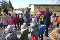 Staročeskou tradici vynášení Morany oslavily koncem minulého týdne děti z mateřských škol v Českých Velenicích.