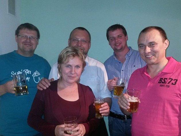 Oslavy v dačickém volebním štábu KDU-ČSL, která v komunálních volbách zvítězila.