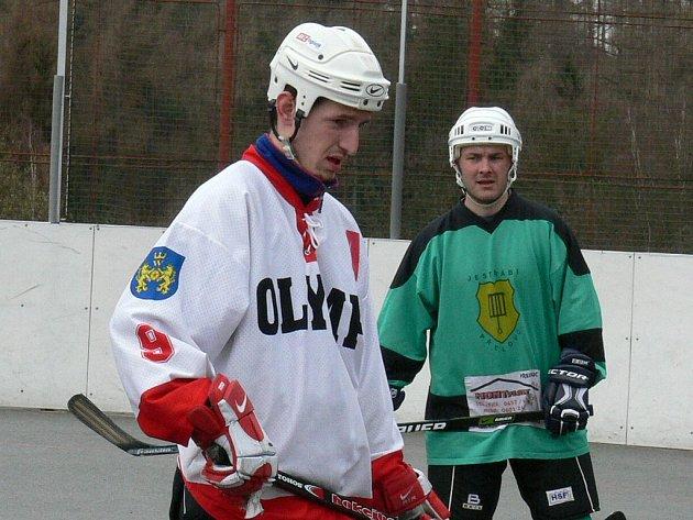 Trenér hokejbalového Olympu Jaroslav Matějka (vlevo).
