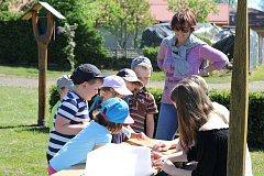 V základní škole v Kunžaku předvedli svou ukázkovou přírodní učebnu veřejnosti.