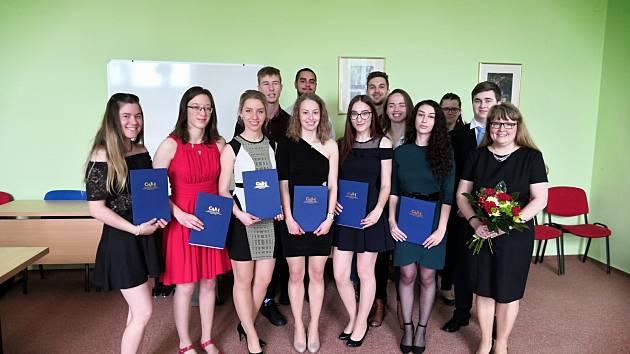4.B Obchodní akademie TGM po úspěšně složené maturitní zkoušce.