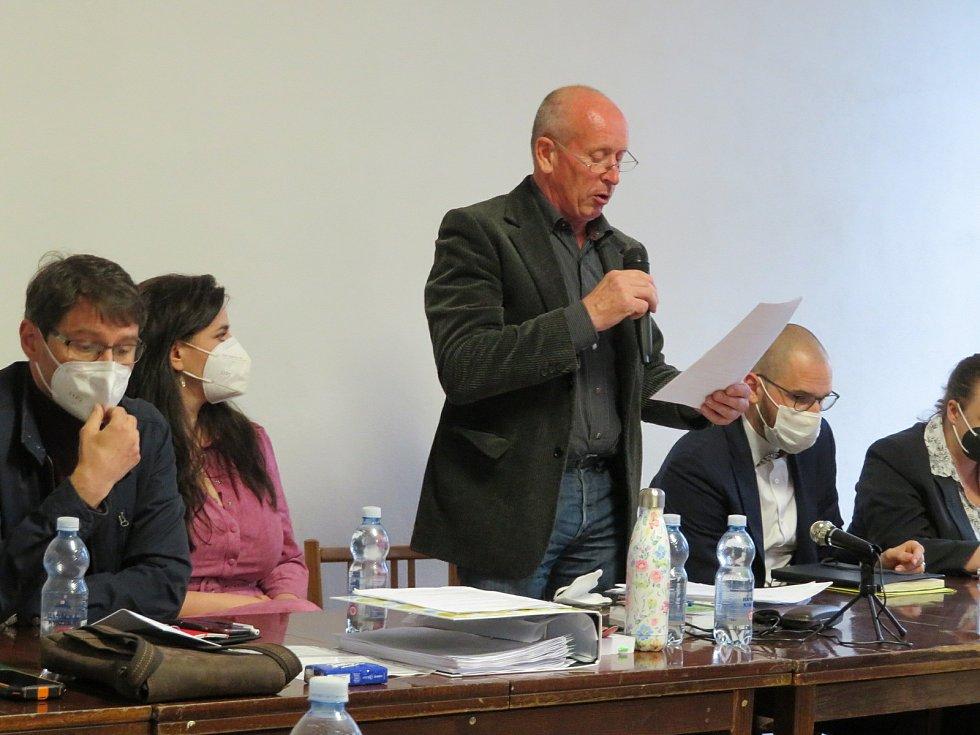 Mimořádné jednání zastupitelů obce Člunek ve středu 12. května v Kunějově.