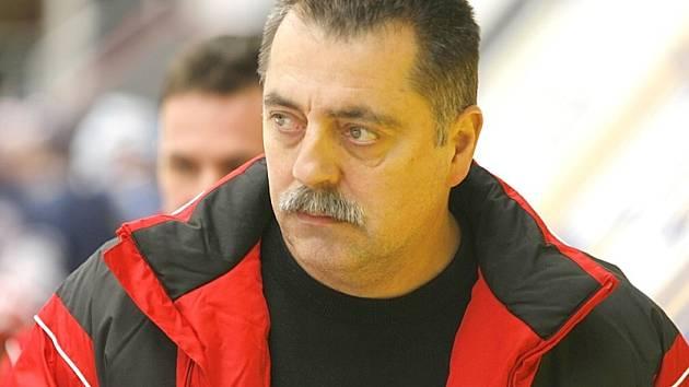 Trenér hokejistů Vajgaru Ladislav Kolda.