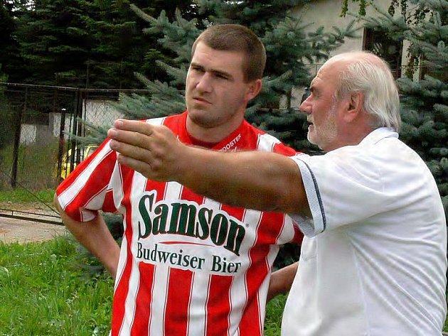 Útočník Kunžaku Ondřej Schmirler (na snímku s trenérem Milanem Gründlem) přispěl dvěma góly k vítězství svého celku nad Stráží.