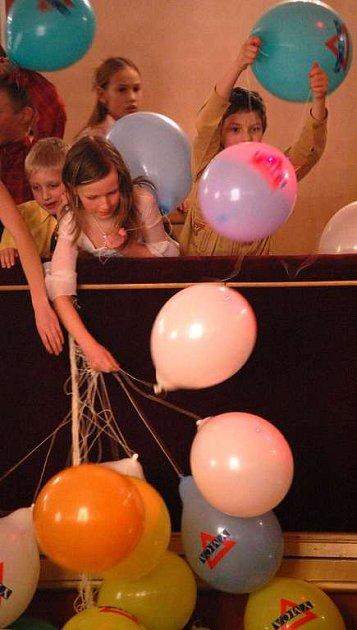 Ples sdružení YMCA v sále Střelnice v Jindřichově Hradci.