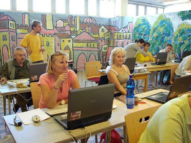 Kurz na počítače pro seniory v Nové Bystřici.