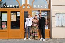 Herci a režisér filmu Spící město přijeli v pátek 13. srpna na předpremiéru do jindřichohradeckého kina Střelnice.