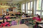 Do dačické základní školy v Komenského ulici po dvou měsících dorazilo 188 žáků prvního stupně.