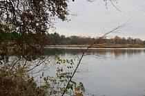 Romantickou krajinu tvoří Nadějská  rybniční soustava u obce Klec na Lomnicku.