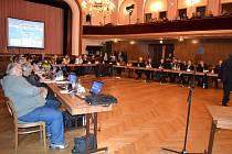 Schůze jindřichohradeckých zastupitelů zvolených pro období 2018 až 2022.