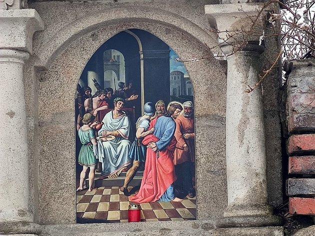 Křížová cesta ke kostelu svatého Jakuba vJindřichově Hradci. Pán Ježíš odsouzen ksmrti.