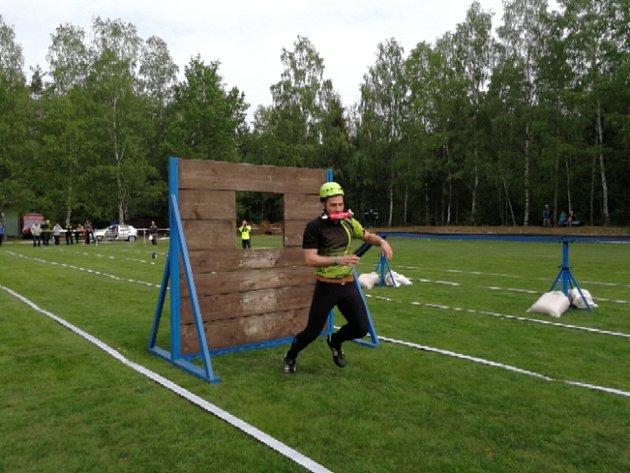V Halámkách soutěžili muži i ženy v okresní soutěži v požárním sportu.
