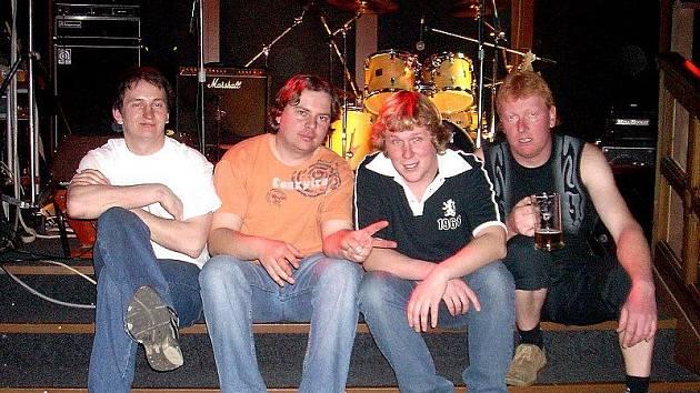 Hudební skupina Zaživa. Její počátky sahají až do roku 1998.