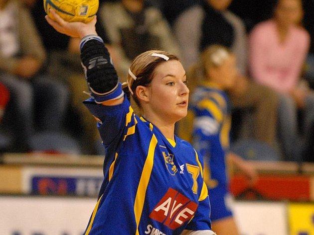 OPORA. Zuzana Kohoutová byla jednoznačně nejlepší hráčkou pohárového zápasu házenkářek J. Hradec – Olomouc.