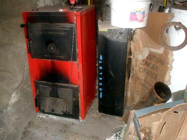 NEBEZPEČÍ. Špatně instalovaná topidla a nebo třeba kamna obložená hořlavým materiálem mohou být příčinou požáru.
