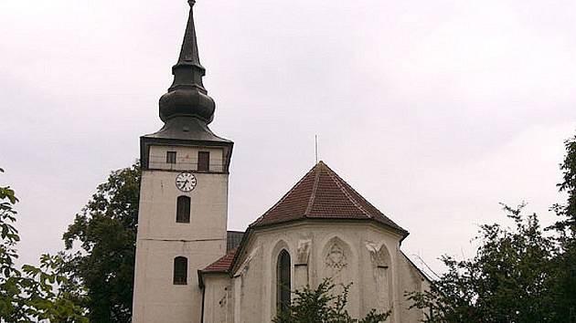 Pohled na kostel Narození svatého Jana Křtitele v K. Řečici.