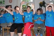Klienti mají při pobytu v Lutové daný program, který jim pomáhá rozvíjet fyzické i psychické schopnosti, velmi je baví také zpěv.