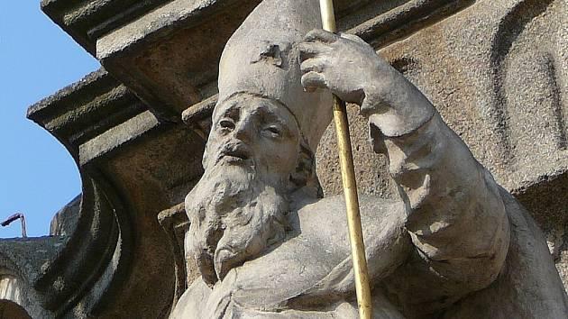 Sochy ze sloupu Nanebevzetí Panny Marie.