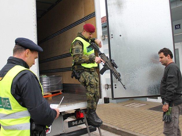 V rámci součinnostního cvičení Policie ČR a Armádou ČR byla dočasně znovu zavedena ochrana vnitřní hranice České republiky s Rakouskem. Smíšené hlídky kontrolovaly vozidla i na hraničním silničním přechodu v Nové Bystřici a na pěším přechodu ve Smrčné.