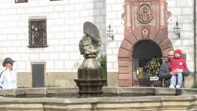 Turistická sezona začala o víkendu i na zámku v Třeboni.