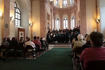 Koncert dvou sborů se konal v kapli sv. Maří Magdaleny v Jindřichově Hradci.