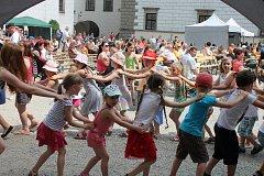 Dny města 2017 lákaly děti i rodiče jak na hudební vystoupení, tak na druhé nádvoří zámku plné her a soutěží.