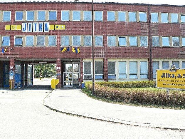 Textilní továrna Jitka v Jindřichově Hradci - Otíně patřila k velice známý výrobcům bavlněných tkanin. Dnes po fabrice zůstaly pouze budovy. Včetně té administrativní.