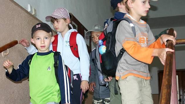 Děti vyrážejí na střelnici Břeskáč.