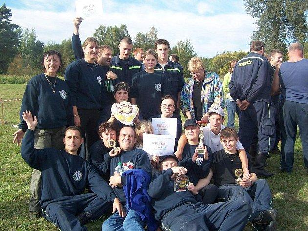 Lužničtí hasiči na soutěží ve Vlkově.